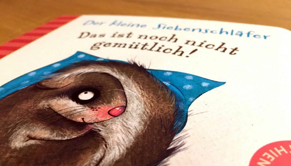 Schlafraubtiere_Familienbett_Hymne_der_kleine_Siebenschläfer_Thienemann 2018_Illustrationen von Kerstin Schoene1