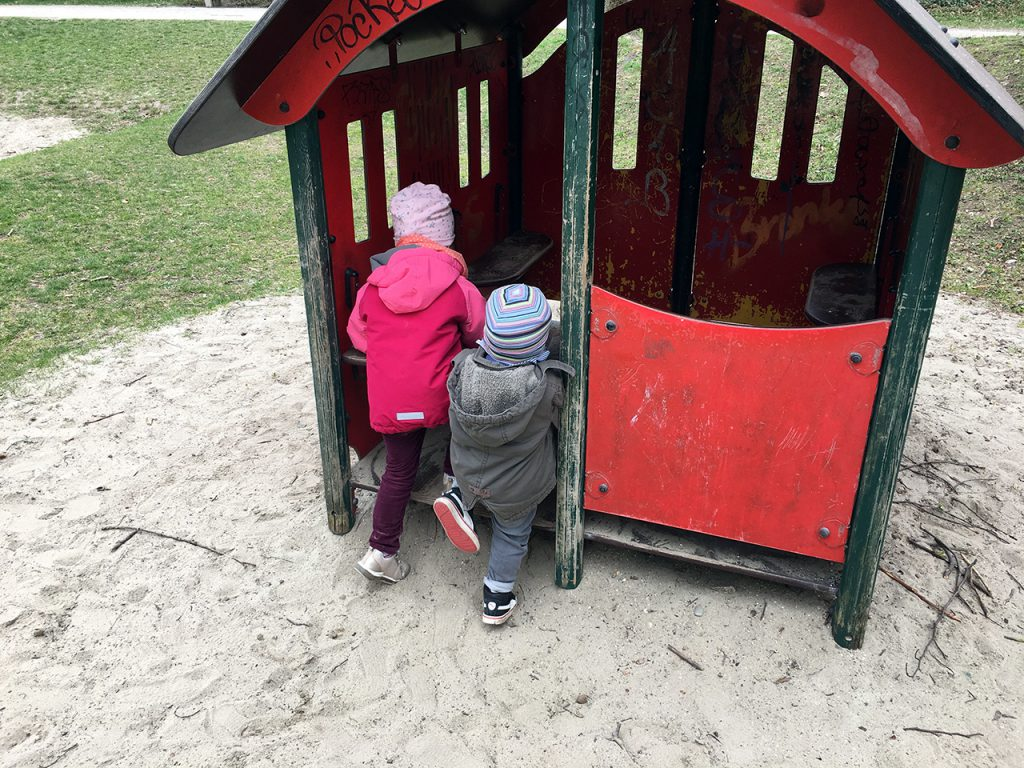 Schlafraubtiere_Spielplatz_Allach_Untermenzing_Finsterwalderstraße2