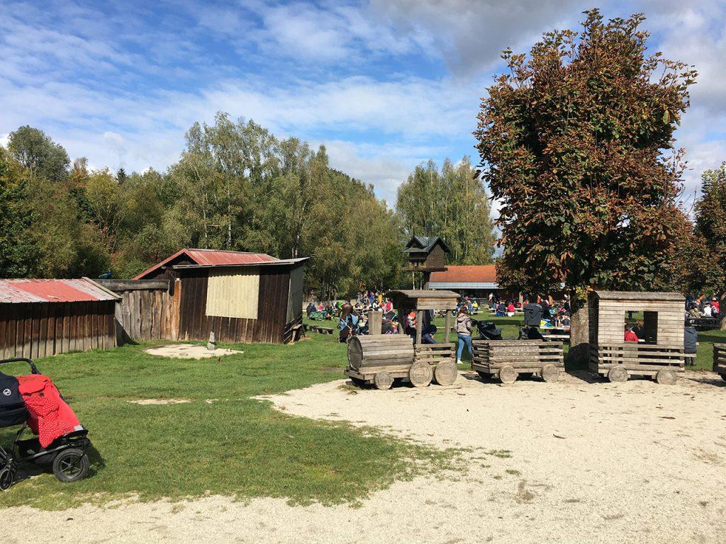 Schlafraubtiere_Wildpark_Poing_Unterwegs_mit_Kindern_Ausflug_München17